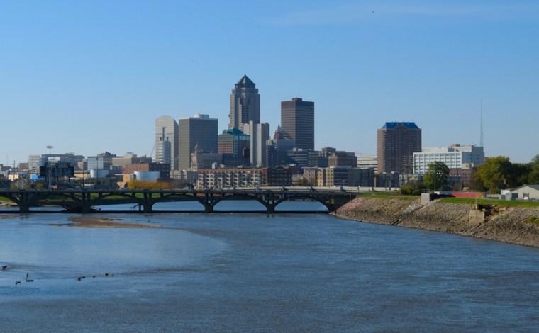 Downtown Des Moines Iowa skyline
