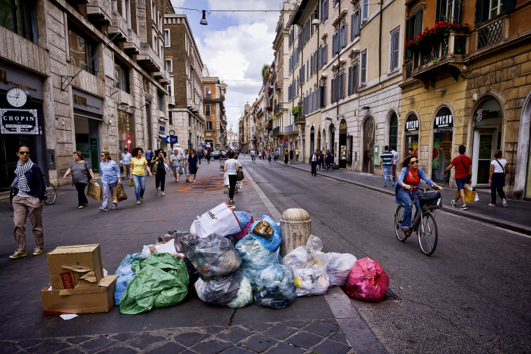 Image: Uncollected trash sits on Via del Corso