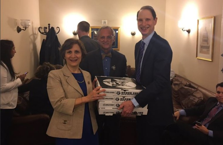 A tweet from Sen. Ron Wyden shows pizzas delivered for House sit-in.