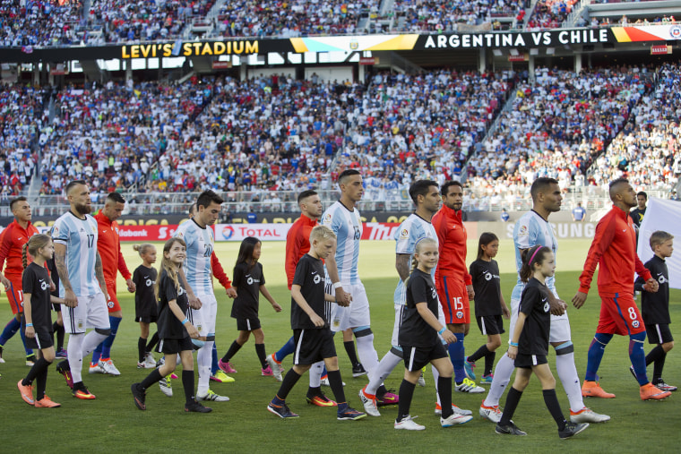 Argentina v Chile: Group D - Copa America Centenario