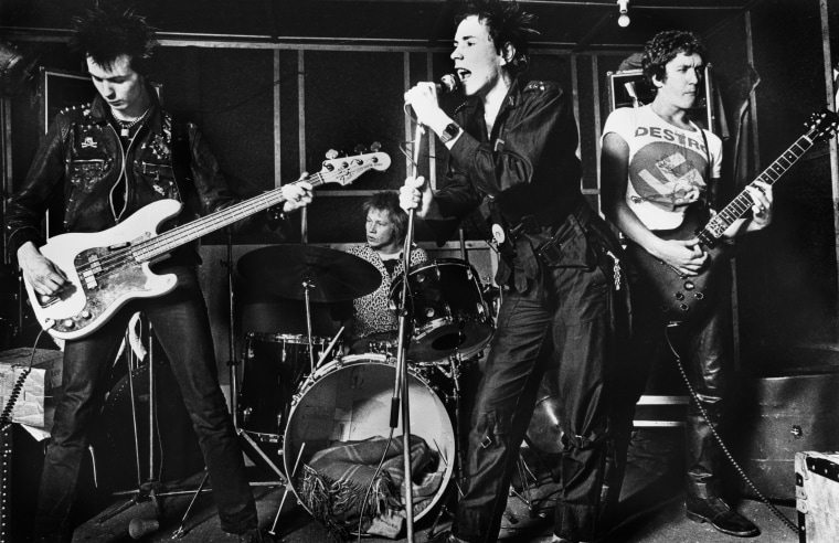 Photo of Paul COOK and Steve JONES and Sid VICIOUS and SEX PISTOLS and Johnny ROTTEN