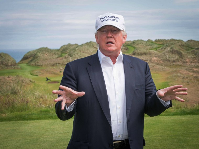 Image: BRITAIN-US-REPUBLICAN-TRUMP-GOLF