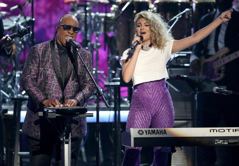 Image: Stevie Wonder and Tori Kelly
