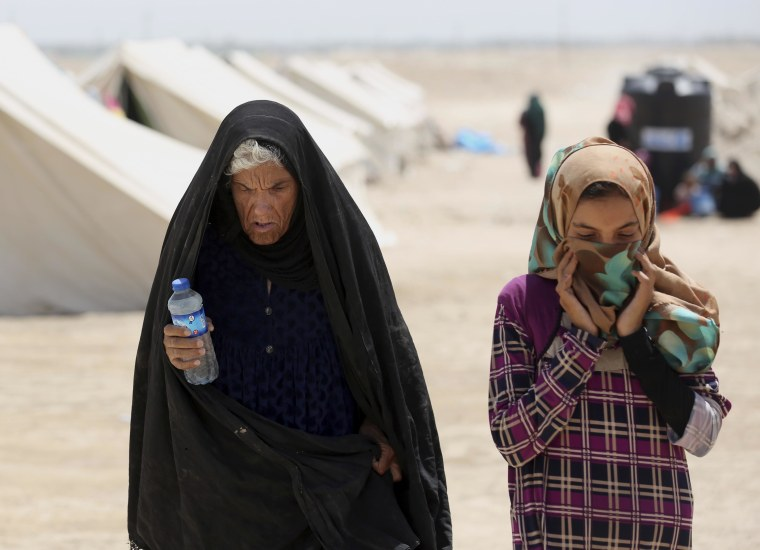 Image: Mother and daughter who fled Fallujah, Iraq