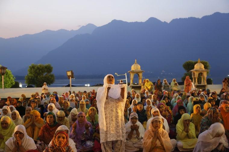 Image: Kashmiri Muslim devotees pray