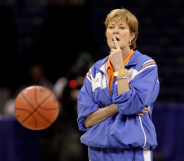 Image: Basketball coach Pat Summitt dead at 64