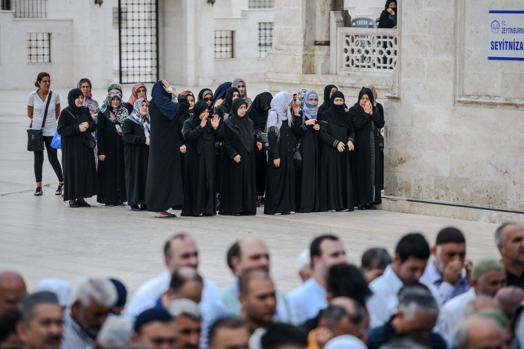 Image: Women pray during the funerals of Maryam Amiri, Karime Amiri, Zahra Amiri and Huda Amiri