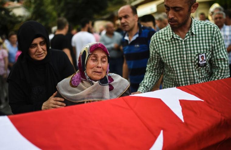 Image: TOPSHOT-TURKEY-ATTACKS-AIRPORT-FUNERAL