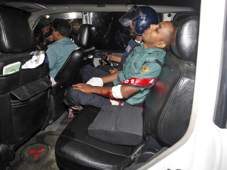 Image: Gunmen take hostages in Dhaka restaurant