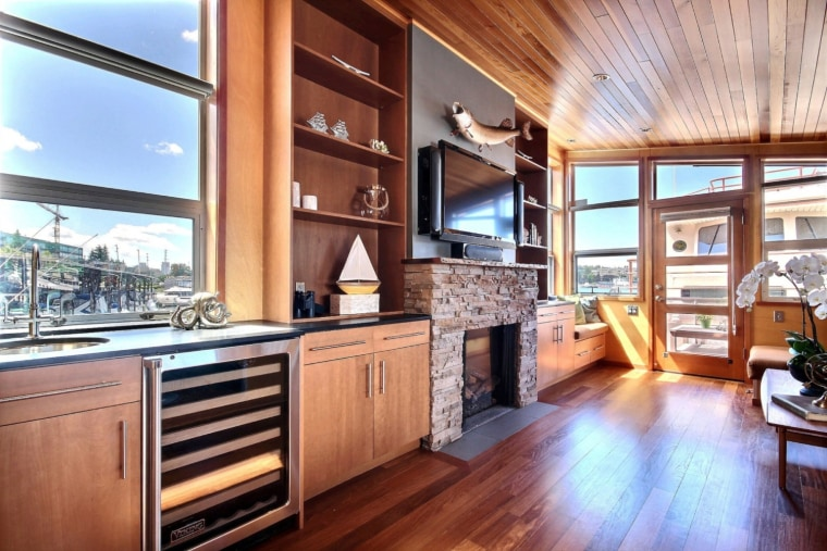 Take a tour inside a Seattle tiny home that floats on water