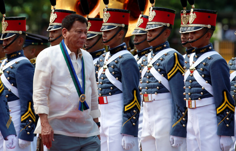 Image: Philippines President Rodrigo Duterte and military cadets