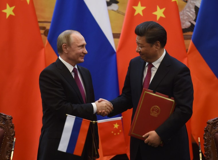 Image: Vladimir Putin and Xi Jinping on June 25, 2016