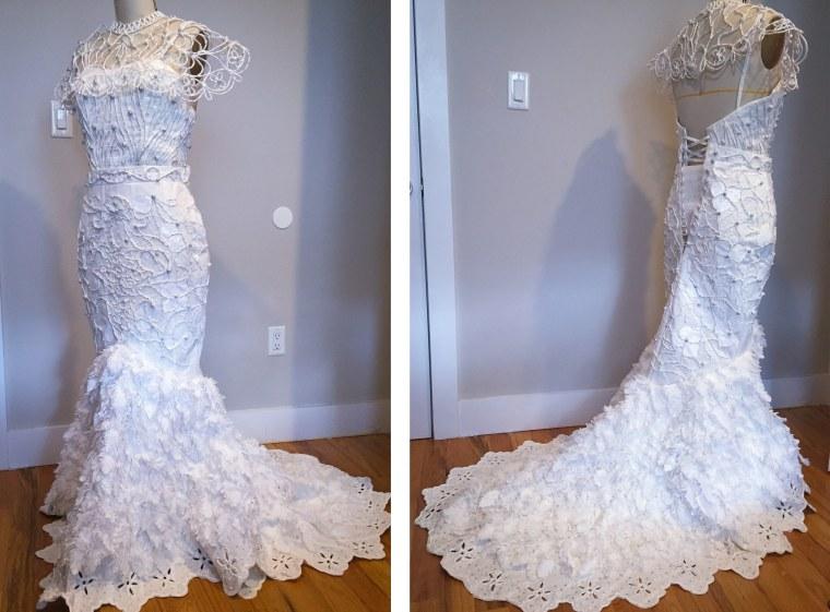 Van Tran, toilet paper dress
