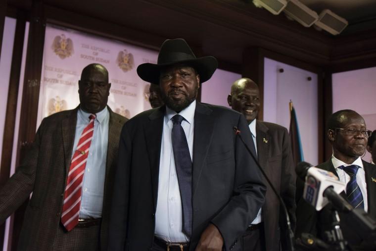 Image: South Sudan President Salva Kiir (C)