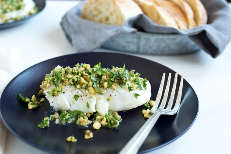 Easy dinner: Cod with parsley-walnut pesto