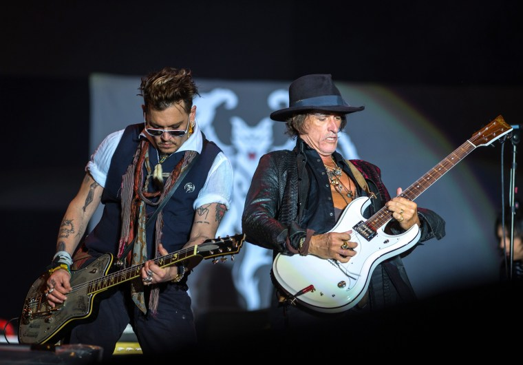 Image: Johnny Depp in concert with the Hollywood Vampires