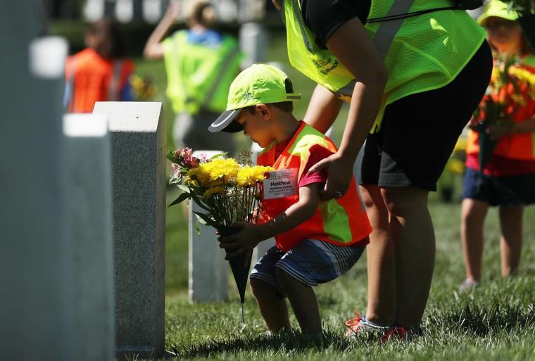 Image: *** BESTPIX *** Landscaping Volunteers Help Beautify And Renew Arlington Nat'l Cemetery
