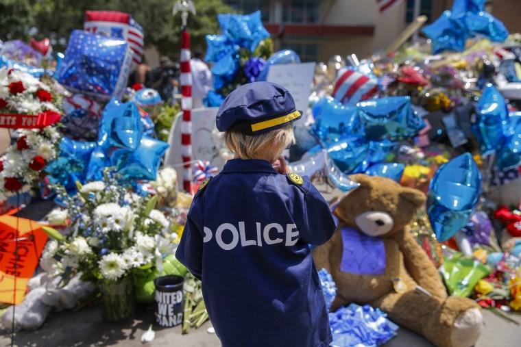 Image: Dallas police shooting reaction in Dallas, Texas, USA