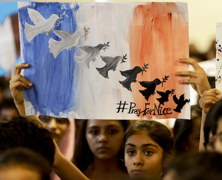 Image: INDIA-FRANCE-ATTACK-TRIBUTE