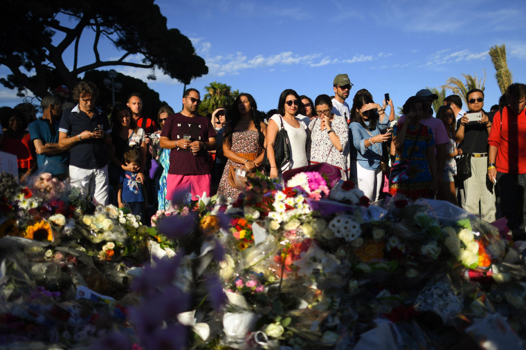 Image: People visit the scene and lay tributes to the victims of a terror attack in Nice