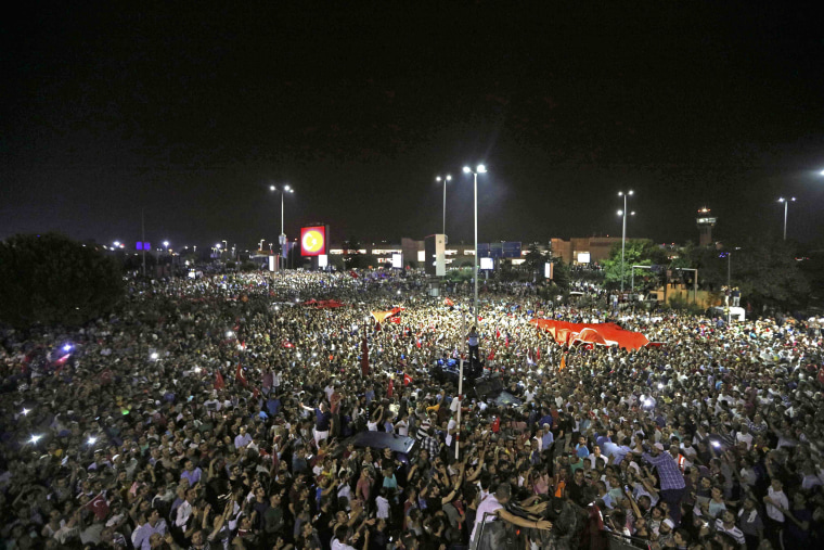 Image: People demonstrate outside Ataturk international airport during an attempted coup in Istanbul
