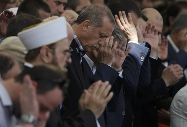 Image: Turkish President Erdogan prays at a funeral service for victims of the thwarted coup in Istanbul