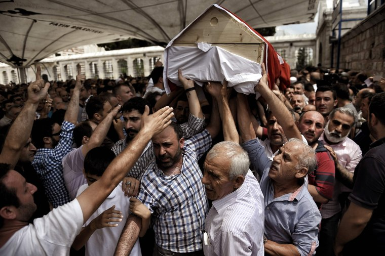 Image: TURKEY-POLITICS-MILITARY-COUP-FUNERAL