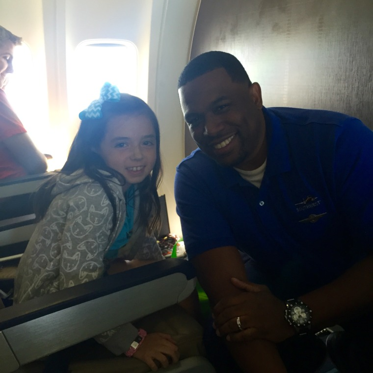 Southwest flight attendant helps little girl with diabetes