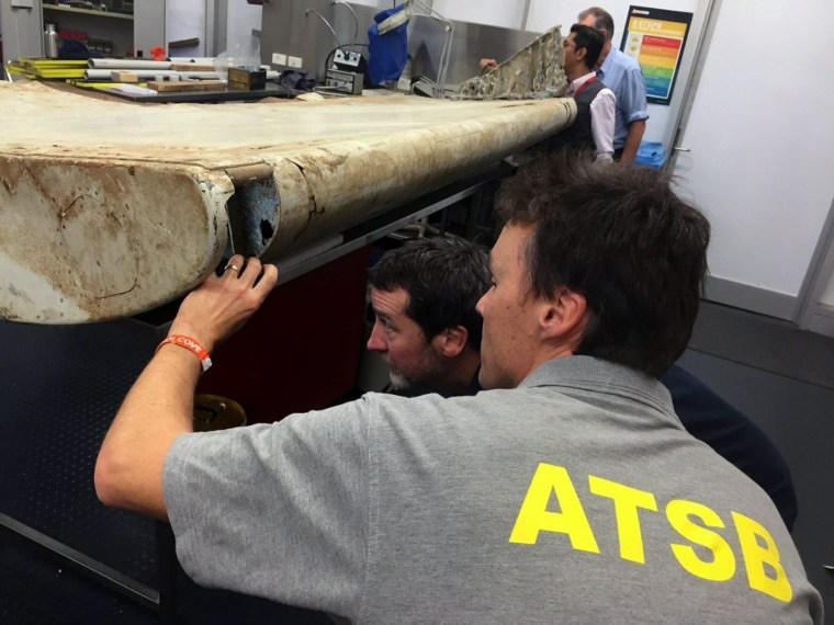 Image: Australian and Malaysian investigators examine Tanzania debris thought to belong to MH370