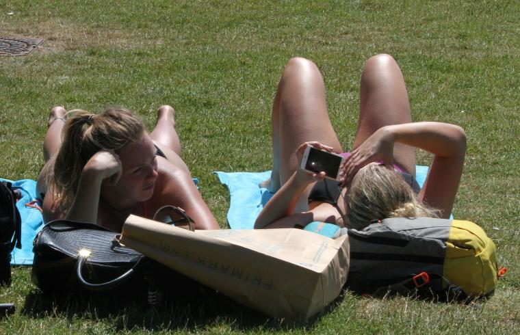 Image: Women sunbathe in Hyde Park