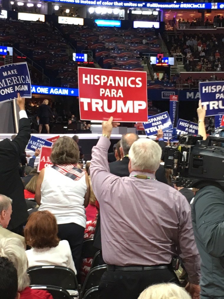 "Man holds ""Hispanics Para Trump"" sign at the 2016 Republican Convention."