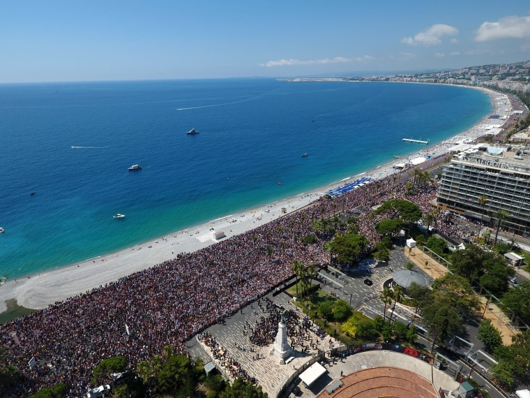 Image: Minute of silence the Promenade des Anglais