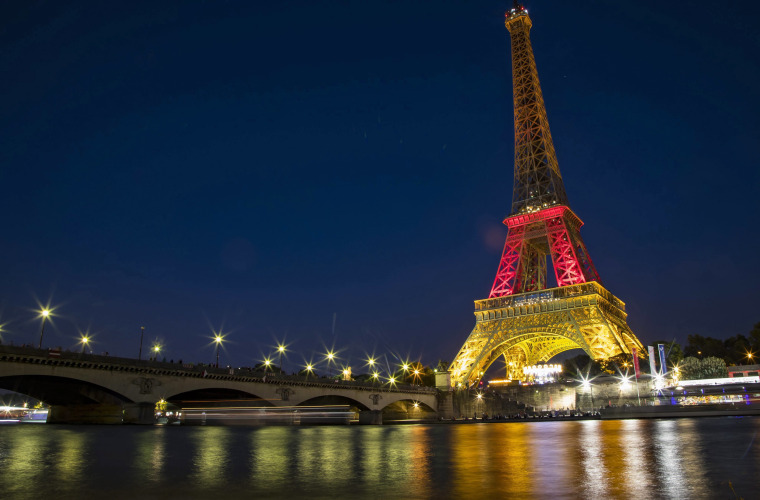 Image: Paris Eiffel Tower Munich tribute