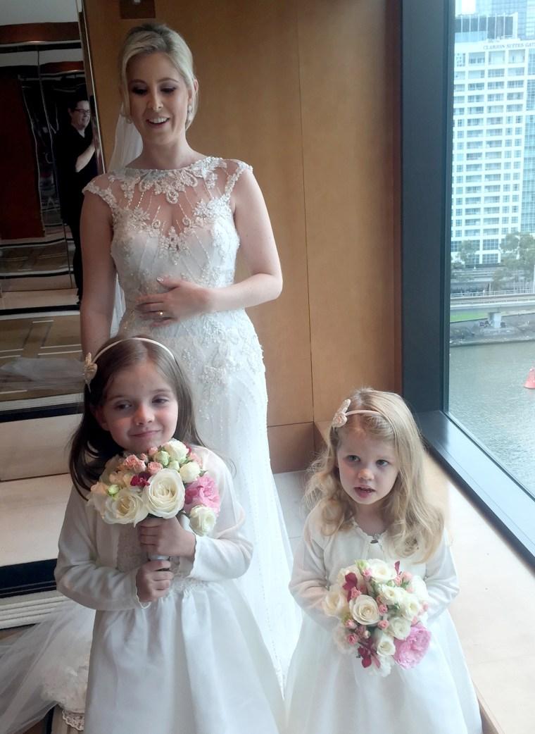 Flower girl runs away during her aunt's wedding ceremony.