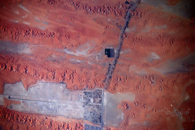 Image: the dunes of the Saudi peninsula