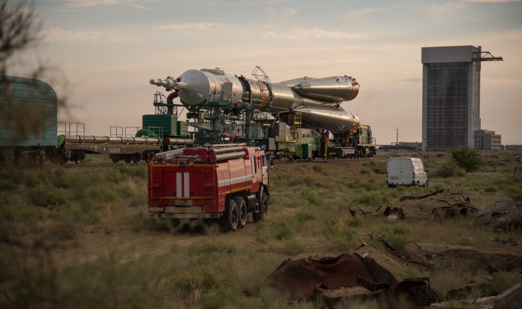 Image: Expedition 48 Soyuz Rollout