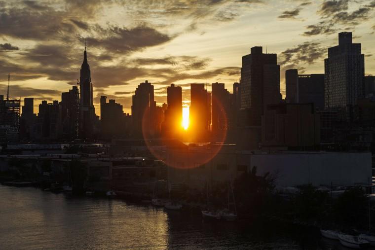 Image: Manhattanhenge in New York, New York
