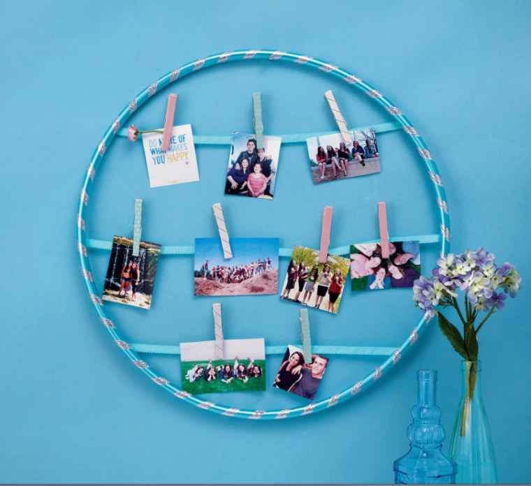 An easy DIY project on how to turn a hula hoop into a fun photo display appears in the current issue of J-14 Decorate.