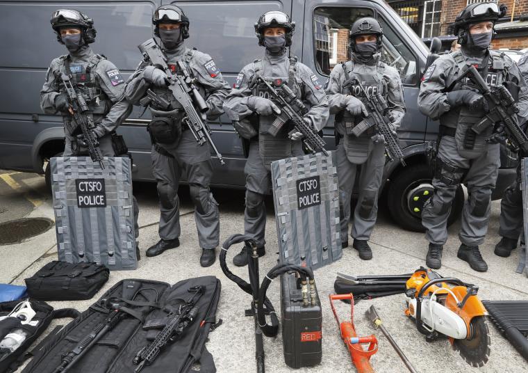 Image: British counterterrorism officers