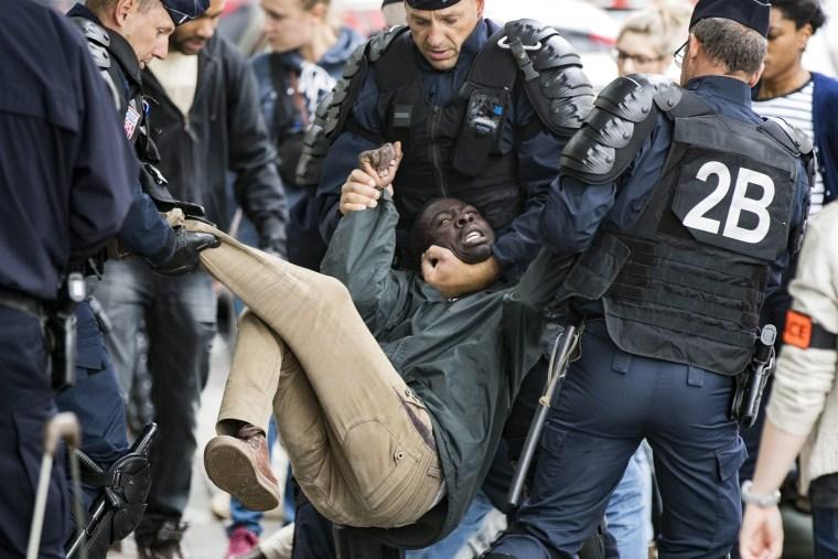 Image: Migrants evacuation in Paris