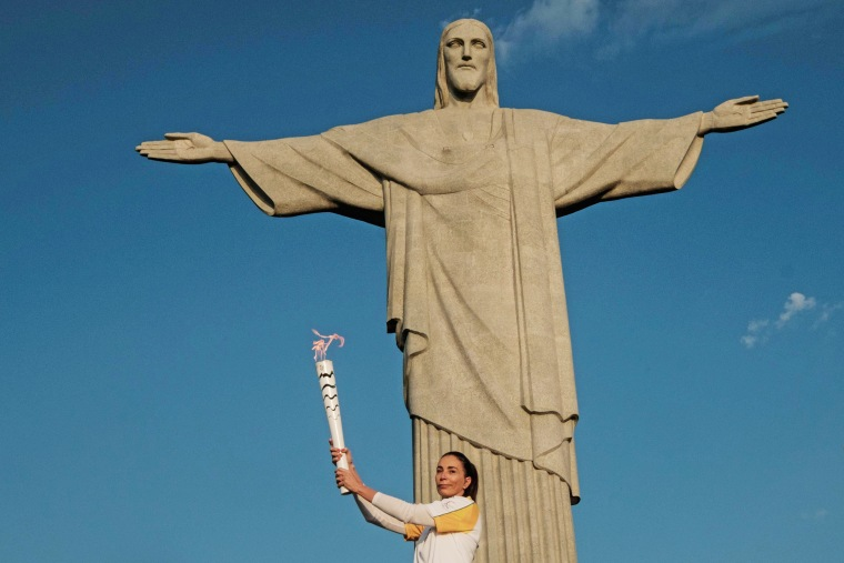 Image: OLY-2016-RIO-TORCH-CHRIST