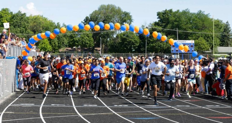 The starting line of the Chardhi Kala 6k Run/Walk to honor the memories of six Sikh Americans kill in a shooting at a Sikh temple.