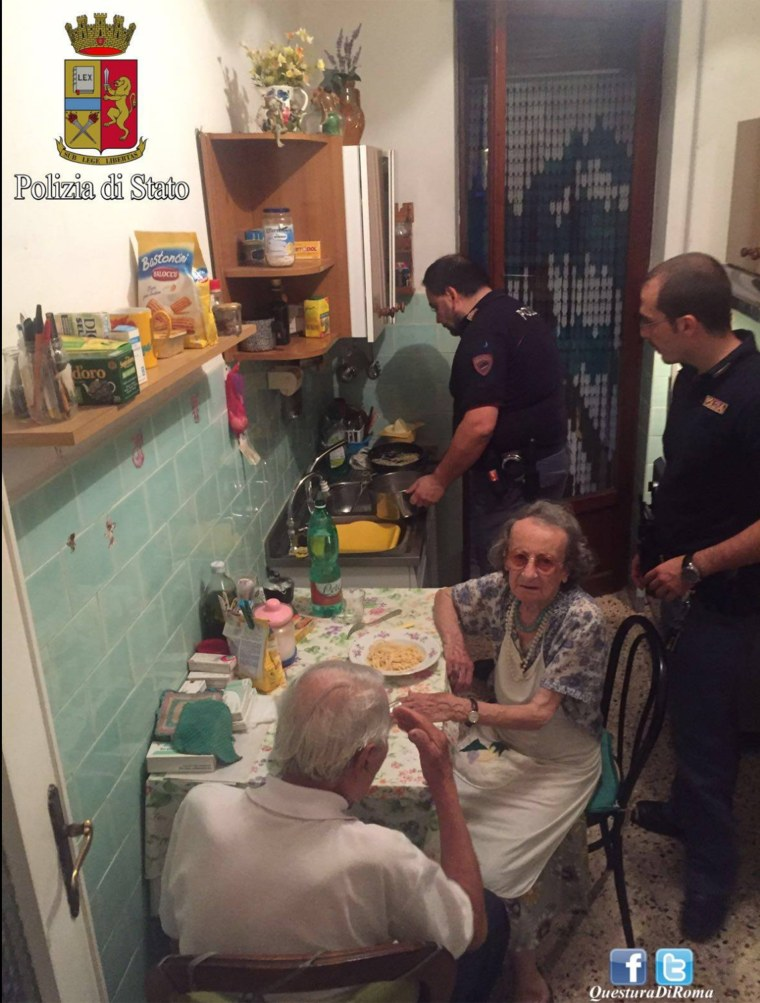 Italian police cook pasta for elderly couple