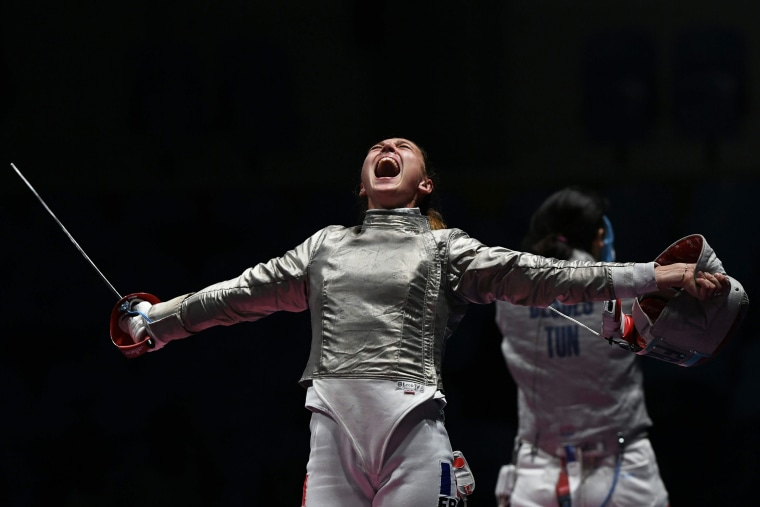 Image: TOPSHOT-FENCING-OLY-2016-RIO