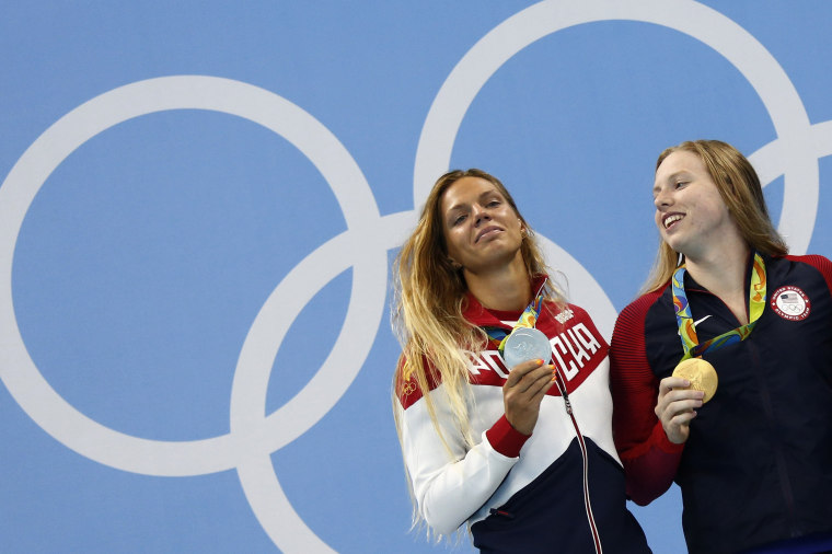 Image: Swimming - Women's 100m Breaststroke Victory Ceremony