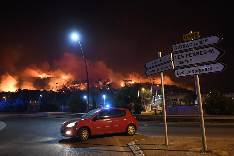 Image: TOPSHOT-FRANCE-FIRE