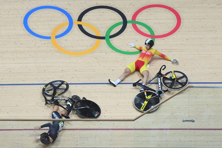 Image: TOPSHOT-CYCLING-TRACK-OLY-2016-RIO