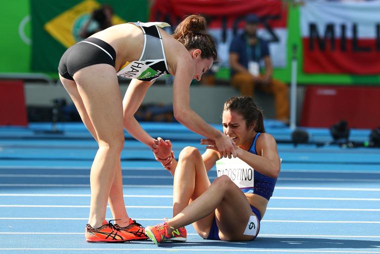 Image: Nikki Hamblin of New Zealand assists Abbey D'Agostino