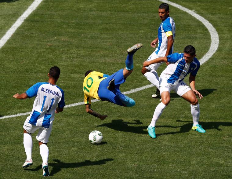 Image: TOPSHOT-FBL-OLY-2016-RIO-BRA-HON