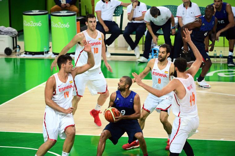 Image: TOPSHOT-BASKETBALL-OLY-2016-RIO-ESP-FRA